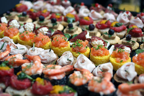 How to Choose the Right Food for Your Wedding Celebration