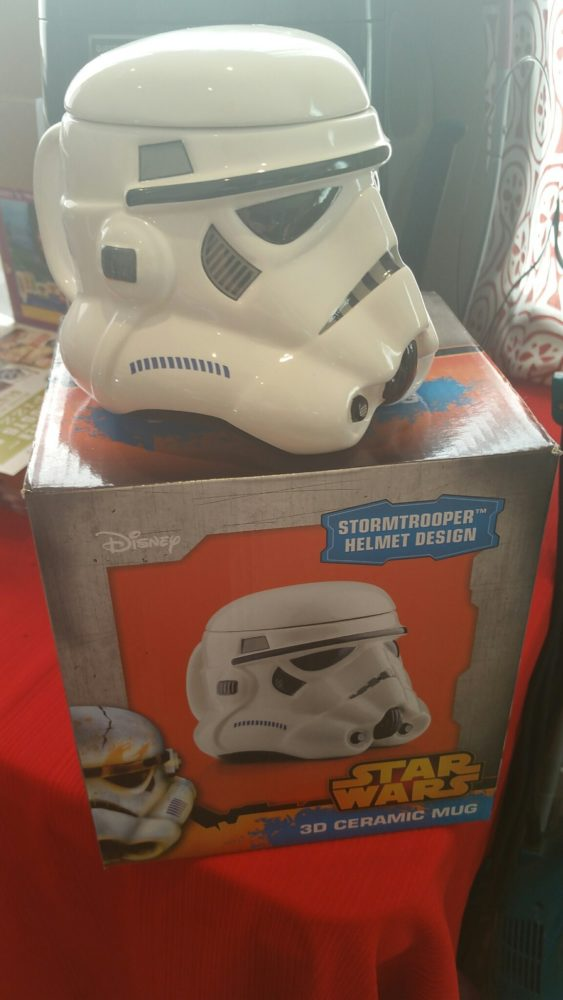 I didn't know Calendars.com had all the cool Star Wars items for gifts. They have over 100 Star Wars items just in stock for the holidays, check out HERE. I saw so many cool items, but I love this Mug and BBQ Tongs the best!