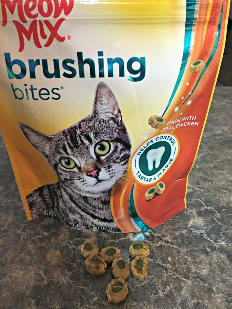 Meow Mix Brushing Bites® Dental Treats