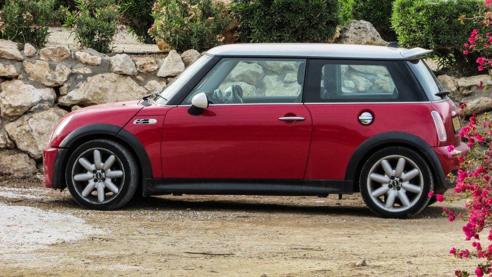 mini cooper buying tips things you should know kellys thoughts on things. Black Bedroom Furniture Sets. Home Design Ideas