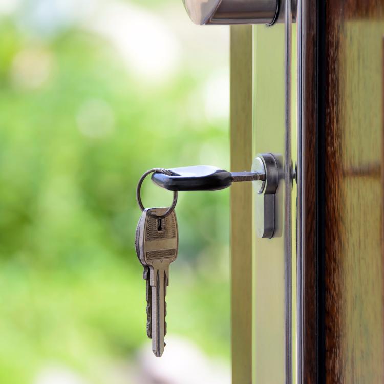 6 Tips For Hosting Guests- Spare Keys