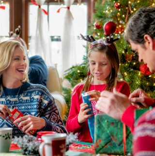 """Hallmark Channel's """"Christmas Connection"""" Premiering this Sunday, Dec 17th at 8pm/7c! #ChristmasConnection"""