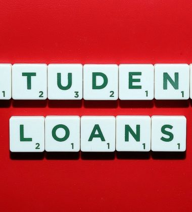 3 Factors to Consider When Choosing a Student Loan