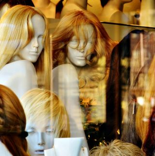 Fundamentals of Choosing Wigs for Female Cancer Patients