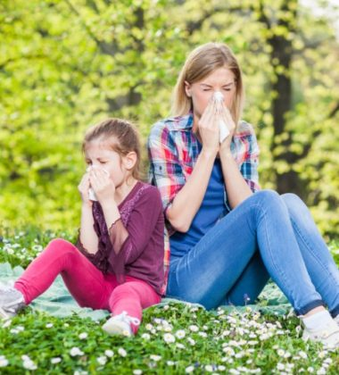 HOW CAN YOU NATURALLY ALLEVIATE ALLERGY SYMPTOMS AT HOME?