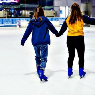 How to Pick a Pair of Ice Skates for Yourself or Your Children for their Next Ice Rink Outing