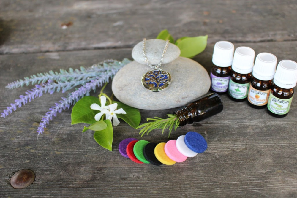 Aromatherapy Diffuser Necklace & Essential Oil Kit