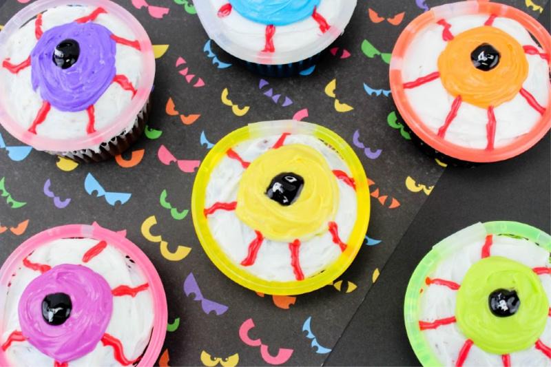 Glowing Eyeball Cupcakes