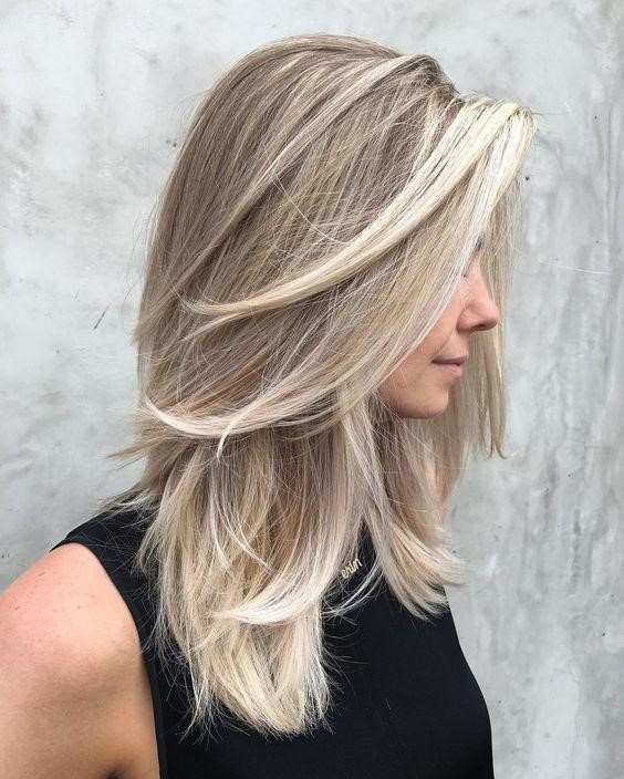 Shoulder Length Hairstyle with Flipped Trimmings