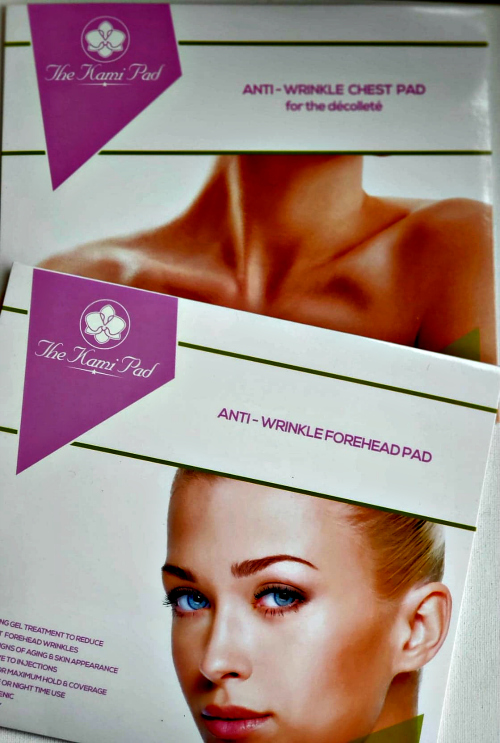 Smooth away wrinkles while you sleep! Reduce the appearance of fine lines and wrinkles caused by aging, sun damage and side-sleeping with The Kami Pad for forehead. This 100% medical-grade silicone pad fights existing wrinkles and prevents new wrinkles from forming.