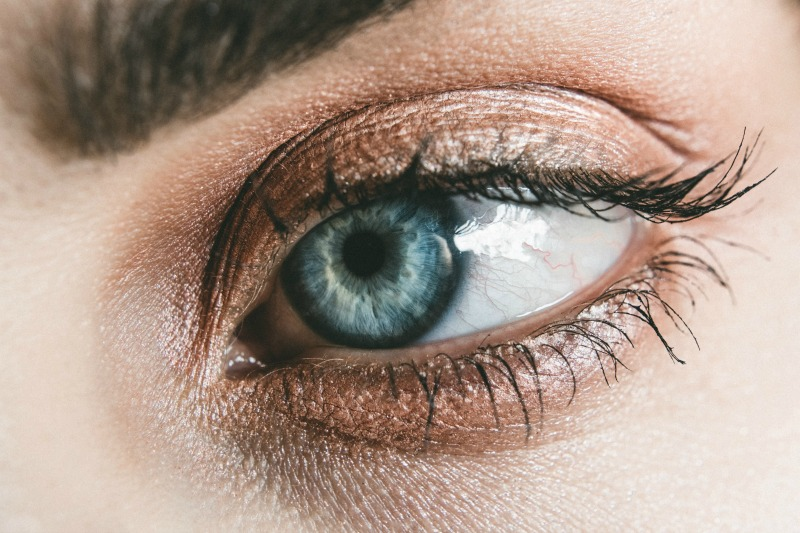 5 Ingredients That Must be in Your Eyelash Serum