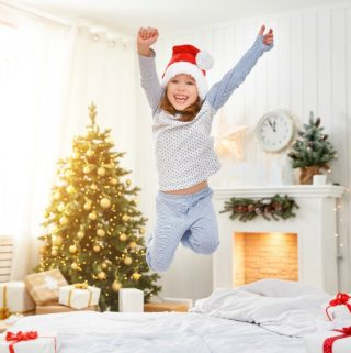 "6 Creative and ""Smart"" Ways to Wake Your Kids on Christmas Morning"
