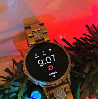 A Productivity Optimizing Smartwatch Every Women Should Have For The Holidays