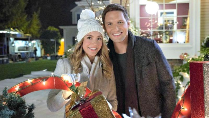 """Hallmark Movies & Mysteries """"Christmas Bells are Ringing"""" Premiering this Saturday, Dec. 22nd at 10pm/9c! #MiraclesofChristmas"""