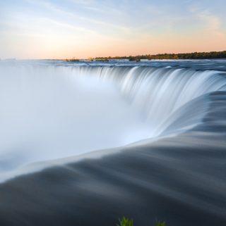 Visit the Niagara Falls for a Romantic Break
