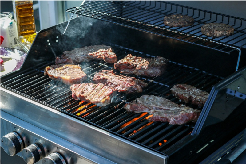 Electric Smoker VS Gas Grill: Which One is For You