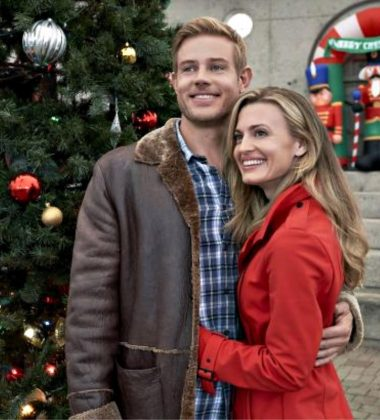 "Hallmark Movies & Mysteries Movie Premiere of ""Nostalgic Christmas"" on Thursday, October 31st at 9pm/8c! #MiraclesofChristmas"