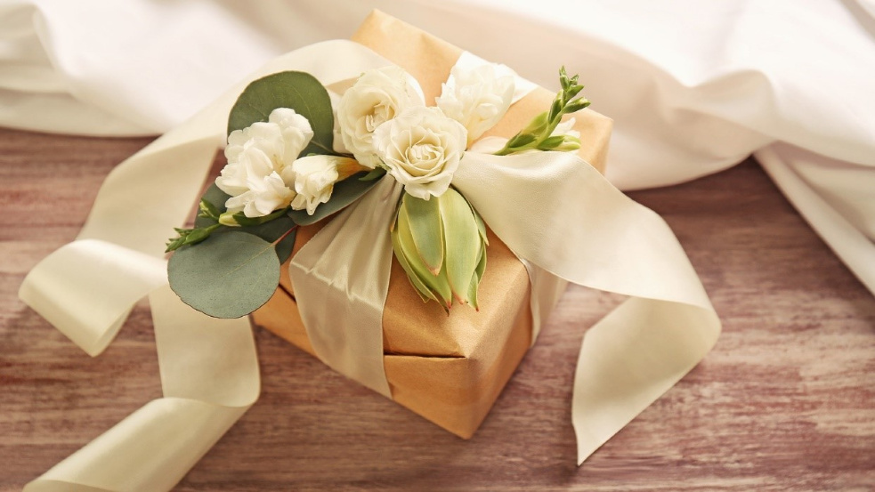 5 Thoughtful Wedding Gift Ideas For Close Friends Family