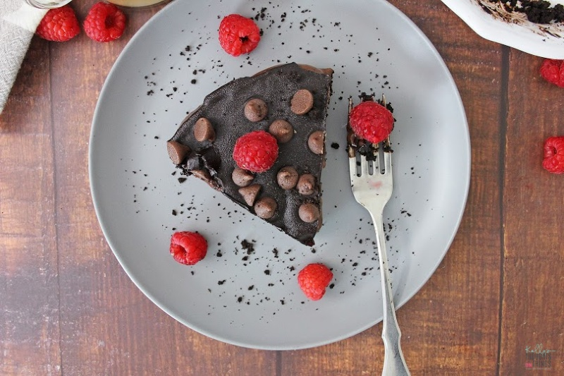 No Bake Chocolate Raspberry Fudge Pie