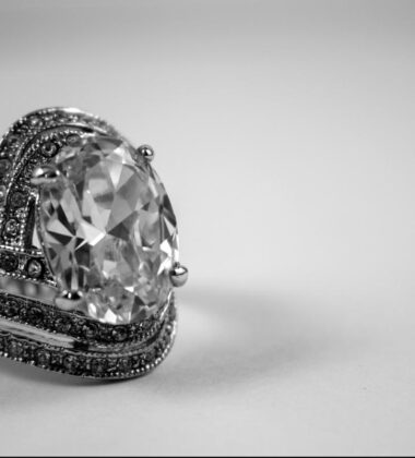 8 Factors You Should Consider Before Buying Diamond Jewelry