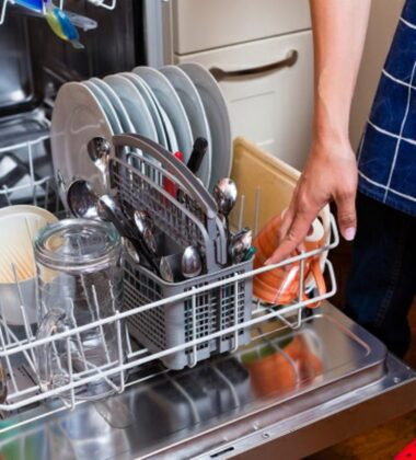 How To Buy and Use A Dishwasher For Maximum Efficiency