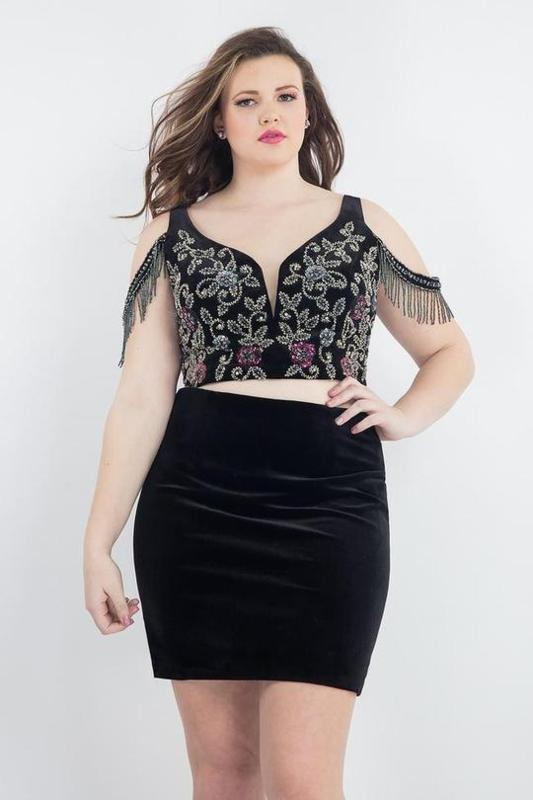 Top Trending Styles Of Cocktail Dresses & Gowns For Plus Size Women