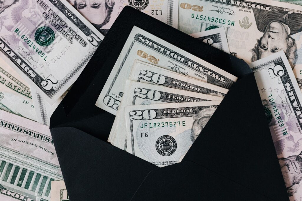 Ace Your Budget This Month With 4 Money-Saving Tips