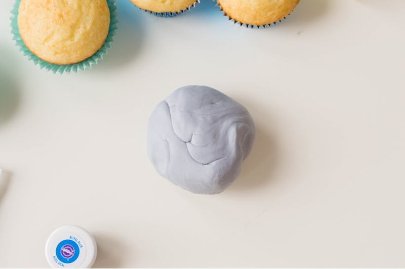 Grey Fondant and cupcakes