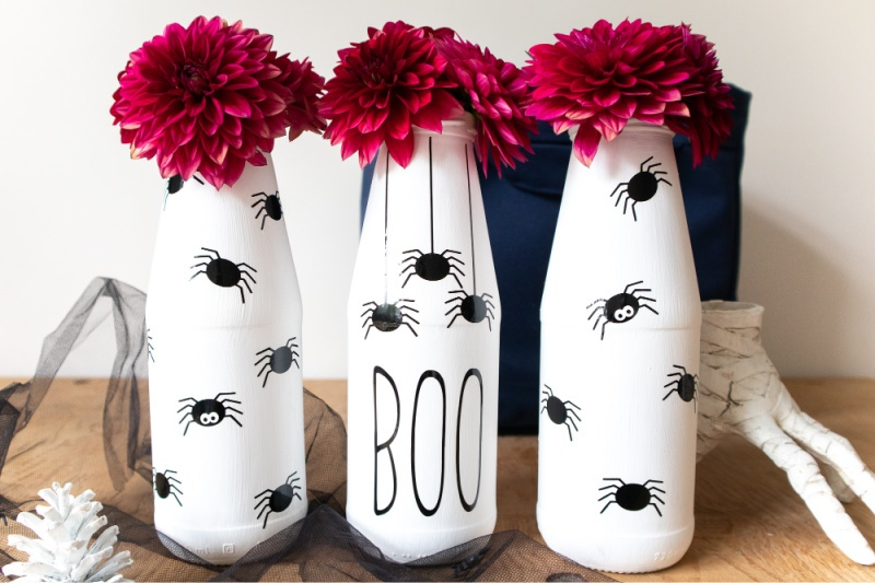 Halloween Cricut Spider Jars