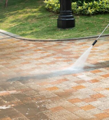 4 Top Benefits Of Using Pressure Washing Services