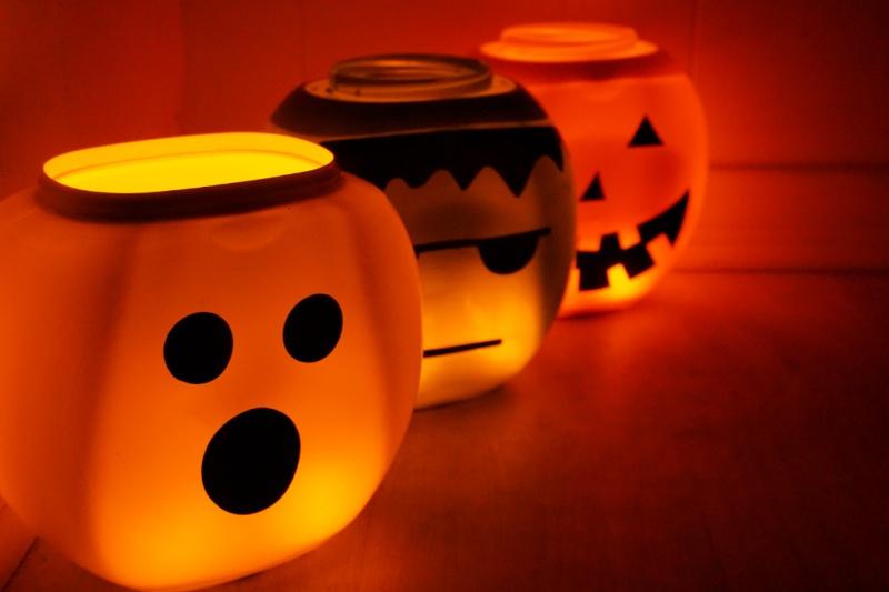 Glowing lantern buckets