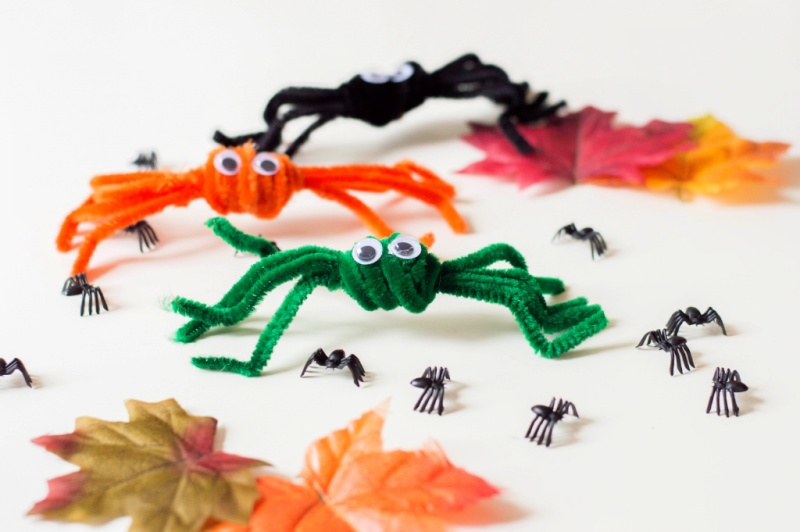 PIPE CLEANER SPIDERS CRAFT with leaves
