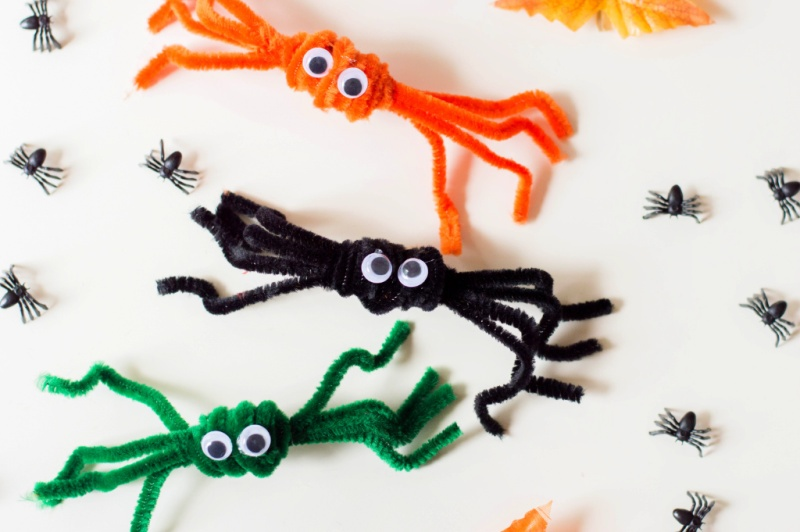 PIPE CLEANER SPIDERS CRAFT