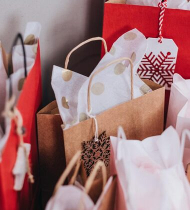 How To Christmas Shop Safely During A Pandemic