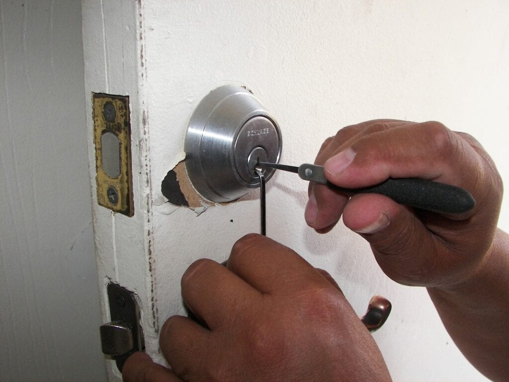7 Tips For How To Find A Trustworthy Mobile Locksmith