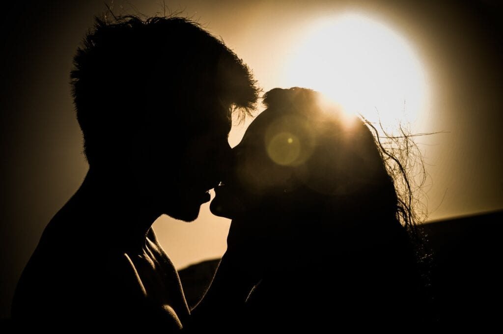 6 Key Characteristics Of A Sexually Healthy Relationship