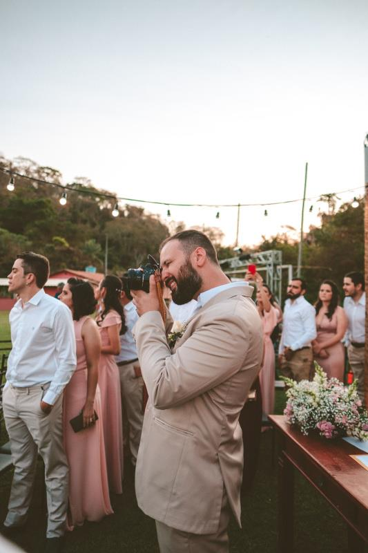 How To Choose A Wedding Photographer In 7 Steps