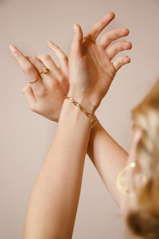 10 Unique Jewelry Gift Ideas For Your Wife